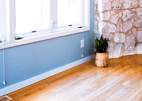 hardwoord-floor-fading-residential--area-rug